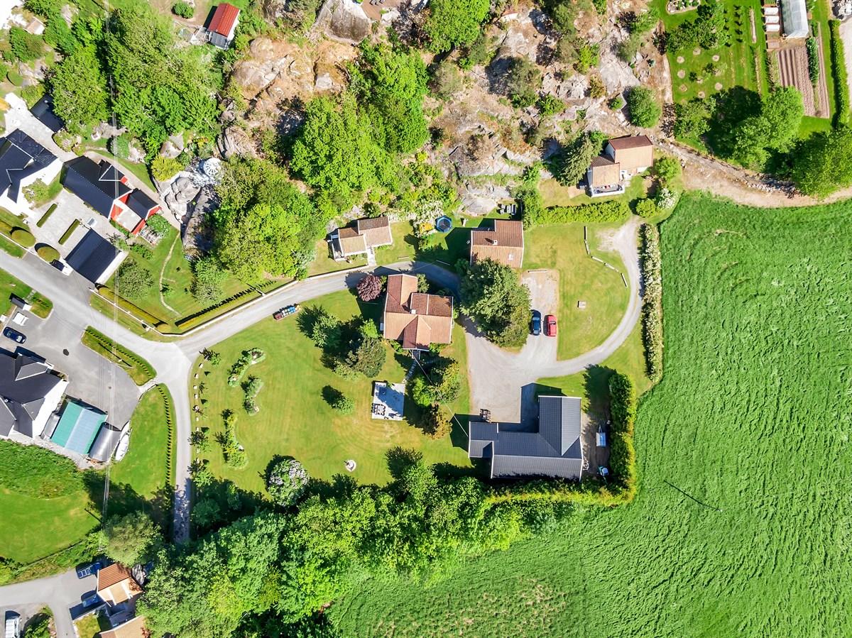 Dronebilde -en del av eiendommen