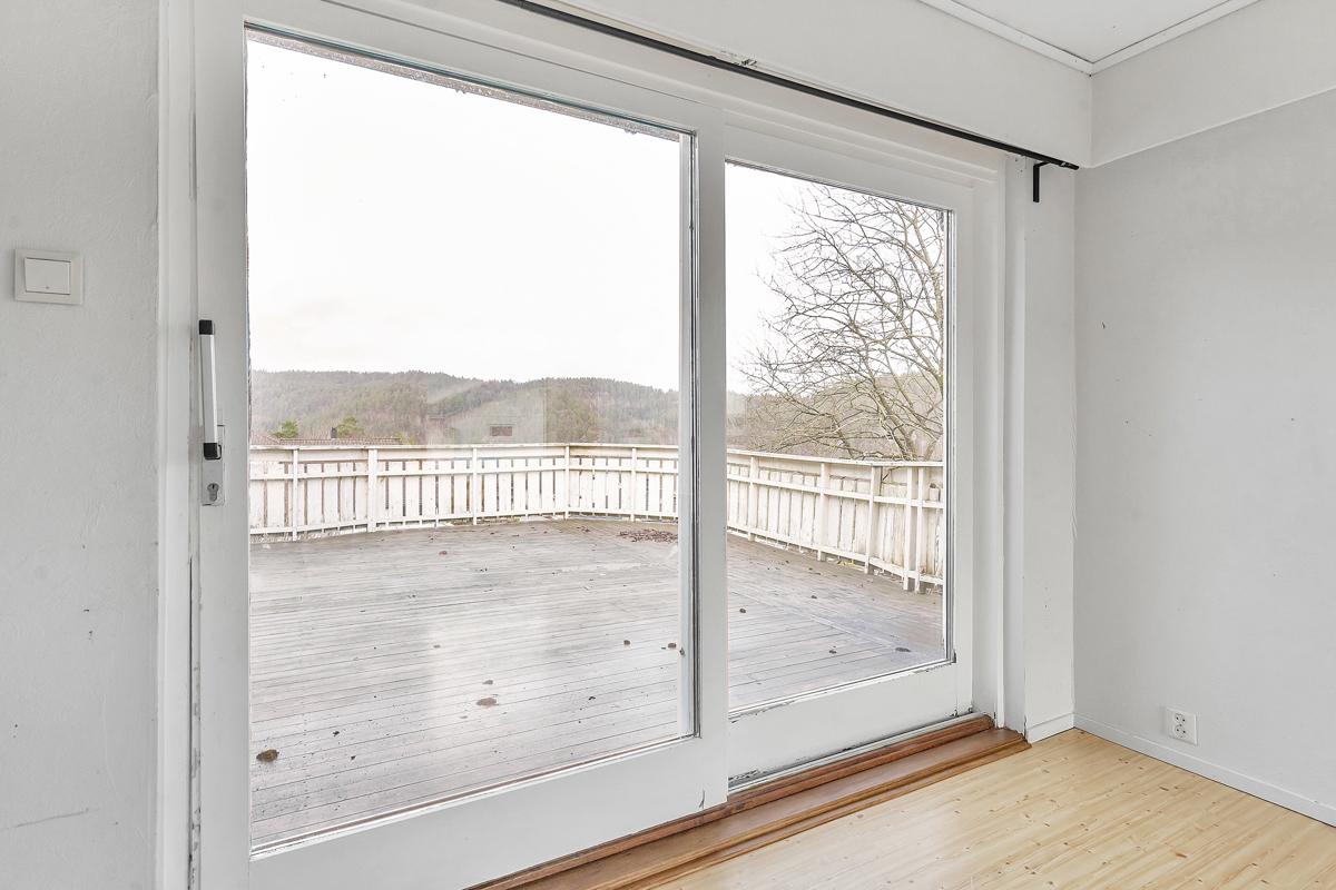 utgang til stor veranda fra stue