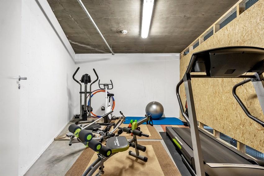 Treningsrom i garasjeannlegg