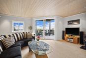 Gode vindusflater gir meget behagelige lysforhold og ivaretar samtidig den storslagne utsikten.