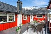 Liten enebolig med romslig veranda og fine utearealer