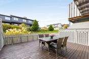 Terrassen er på ca. 29kvm med direkte utgang til flott hage.