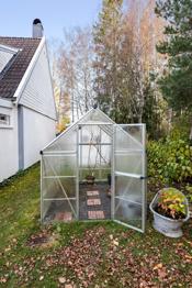 Drivhus i hagen.