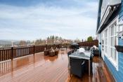 Stor terrasse som har en fin utsikt  mot Nesodden og meget gode solforhold!