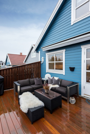 Terrassen er nordvestvendt med meget gode solforhold ettermiddag og kveld.