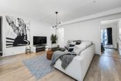 Her er det god plass til sofagruppe, spisemøbler og tilhørende møblement.