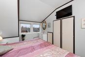 Boligen har 3 soverom av god størrelse og ligger i boligens 2. etasje.