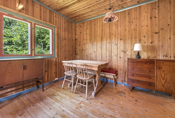 Her er det god plass til spisegruppe, sofagruppe og tilhørende møblement.