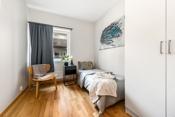 Soverom 3 er et lyst og hyggelig rom. God plass til seng, nattbord og møblement.