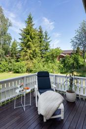 Fra denne terrassen er det tilgang til hagen.