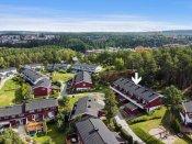 Ravnkroken er et boligfelt som egner seg for alle aldre, barnefamilier, etablerere og godt voksne!