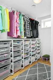 Stor bod/garderobe i underetasjen
