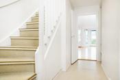 Entré/gang og trapp opp til 2. etasje