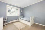 Det er 2 soverom i boligens underetasje. Rommene har god størrelse og gjennomgående høy standard.