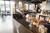 Et godt utvalg av kafeer og restauranter i Son sentrum.