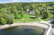 Vestby kommune har mange flotte rekreasjonsområder. Krokstrand, Hvitsten og Son har flere velbesøkte badeplasser sommerstid.