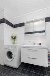 Vaskemaskinen medfølger - Det er også plass til tørketrommel.