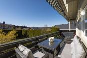 Fin terrasse, med utsikt til nærområdet