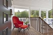 Hyggelig overbygget veranda ved entré.