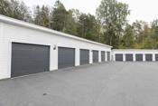 Det følger 2 garasjer med seksjonen, hvorav en har el-bil lader.