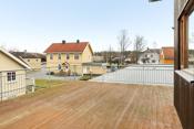 Leiligheten har fordelaktig stor takterrasse med god plass for både solsenger, spisegrupper m. m