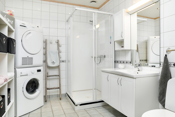 Flislagt kombinert bad og vaskerom