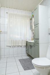 Badet/toalettrommet i 1. etasje i hoveddelen