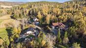 Det er gode rekreasjonsmuligheter med natur og skogsområder like utenfor døren, kort vei til Lyseren strandpark og bademuligheter i Lyseren og Vågvannet.