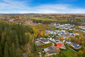 Eiendommen ligger over og i tilknytning til populære Frydenlund boligfelt