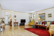 Det er muligheter for å dele av deler av stuen slik at leiligheten får 3 soverom