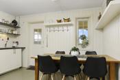 Kjøkken og inngangsparti til hybelleiligheten - Hybelen er i dag utleid
