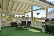 Delvis overbygd terrasse