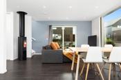 I boligens første etasje har du også plass til en sofa eller lenestoler om du ønsker det. Hovedstuen er i 2. etasje