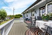 Vestvendt terrasse på ca 33 m² med adkomst fra stue og soverom