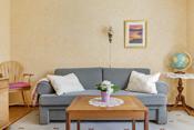 Stort soverom i påbygget del, kan også benyttes som ekstra stue.