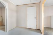 Stort rom i påbygget del som er under oppusning og bruk av rom er ikke avklart. Mye potensiale