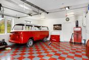 Romslig garasje med direkte adgang fra boligen