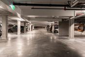 Garasjeanlegg i kjeller hvor det medfølger 1 plass