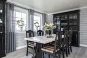 God plass til spisestue i stuen
