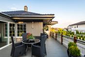 Stor, solrik veranda