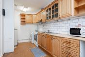 Kjøkkenet har godt med skapplass