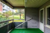 Romslig inn-glasset veranda