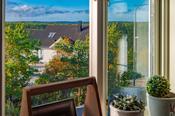 Utsikt fra kjøkkenvinduet- her kan sitte å nyte et måtid på kjøkkenet og samtidig ha fin utsikt