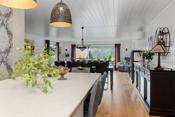 Åpen fin løsning fra kjøkkenet til stuen