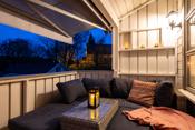 Solrik og skjermet overbygget veranda