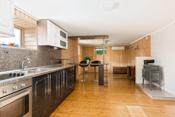 Kjøkken og stue i kjeller