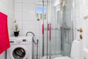 Pent flislagt bad med varmekabel i gulv