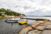 Eget skjær med brygge til fire båter