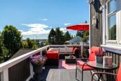 Fra kjøkken er det utgang til stor, hyggelig veranda