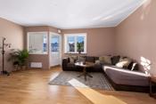 Lys og luftig stue. Leiligheten ble malt i 2021.